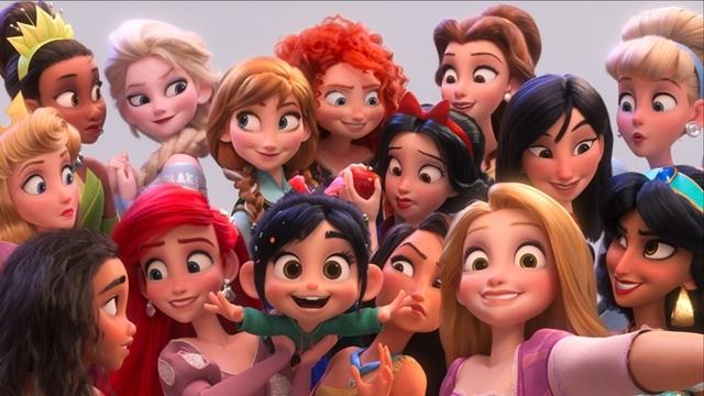 『シュガー・ラッシュ:オンライン』小さくて四角い頭のキャラクターは何者?『アナ雪』エルサにダース・モールなどがカメオ出演!