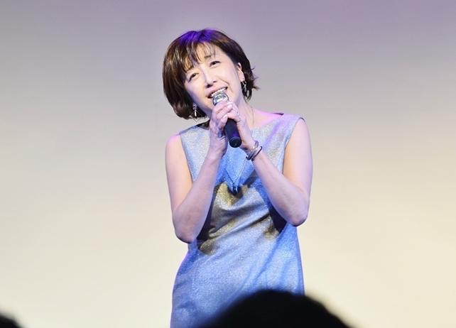 声優・冨永みーな45周年ライブで自身の声優人生を振り返る/レポート