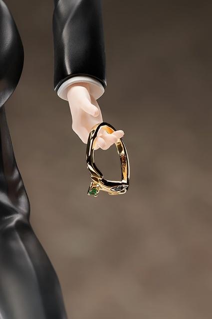 『BANANA FISH』よりフォーマルな衣装に身を包んだ「アッシュ・リンクス」のフィギュアが登場! イメージリングとセットで楽しめる仕様に【アニメイトなら700ポイント還元!】