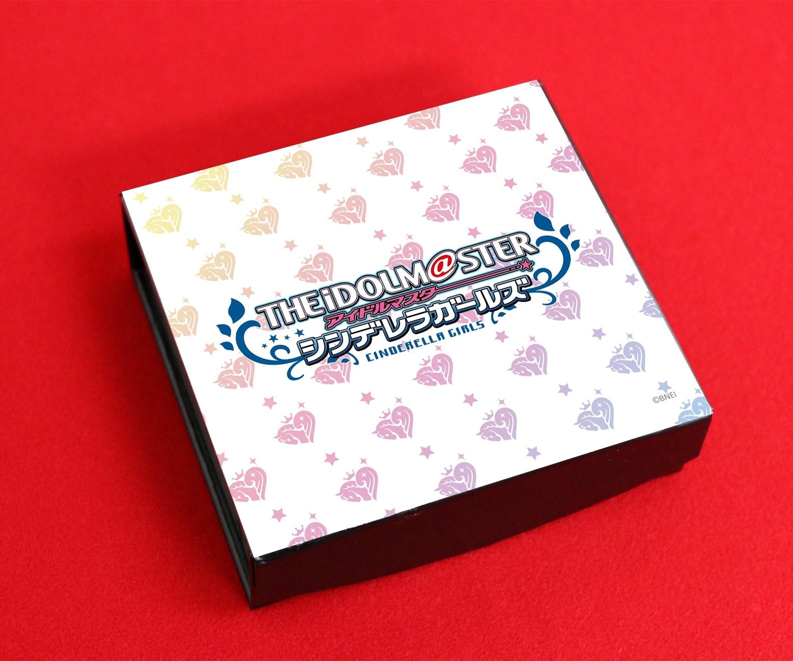 銀行印としても使えるゲーム『アイドルマスター シンデレラガールズ』の痛印第5弾が完全受注生産で発売決定! 乙倉悠貴、速水奏、堀裕子ら、新たに25人のアイドル達が痛印に仲間入り!