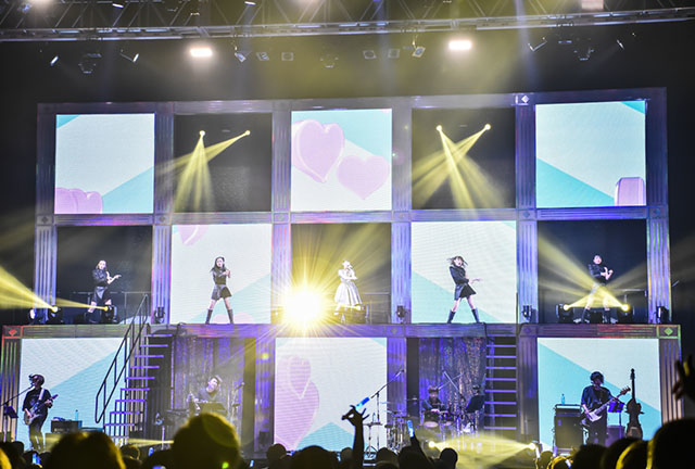 """ダンスと舞台演出で魅了――東山奈央 1st TOUR """"LIVE Infinity""""国内千秋楽 横浜公演二日目レポート"""