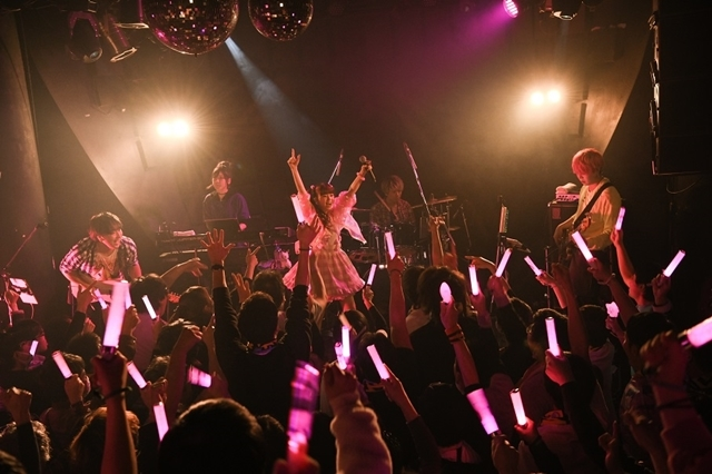 人気シンガー・春奈るなさん、真冬のプレミアムライブ&FCイベント開催! 3/18発売の新曲「PEACE!!!」を披露