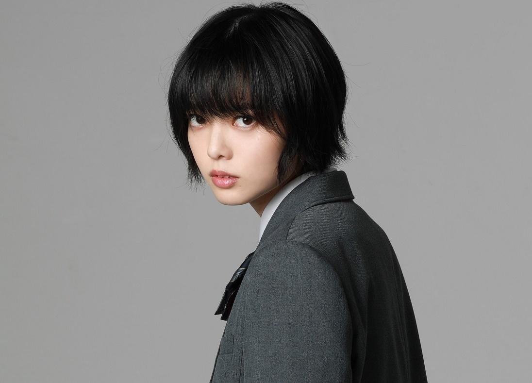 映画『さんかく窓の外側は夜』平手友梨奈がヒウラエリカ役で出演