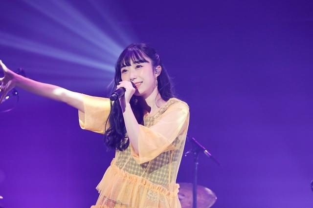 小林愛香さんによる初の配信ライブが開催! サプライズバースデーケーキ、待望の2ndシングルのリリース発表などサプライズ盛りだくさんの内容に-1