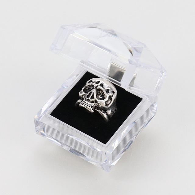 秋アニメ『憂国のモリアーティ』より、シャーロック・ホームズの指輪が発売決定!アンティークシルバー風の色合いで重厚感のある仕上がり-3