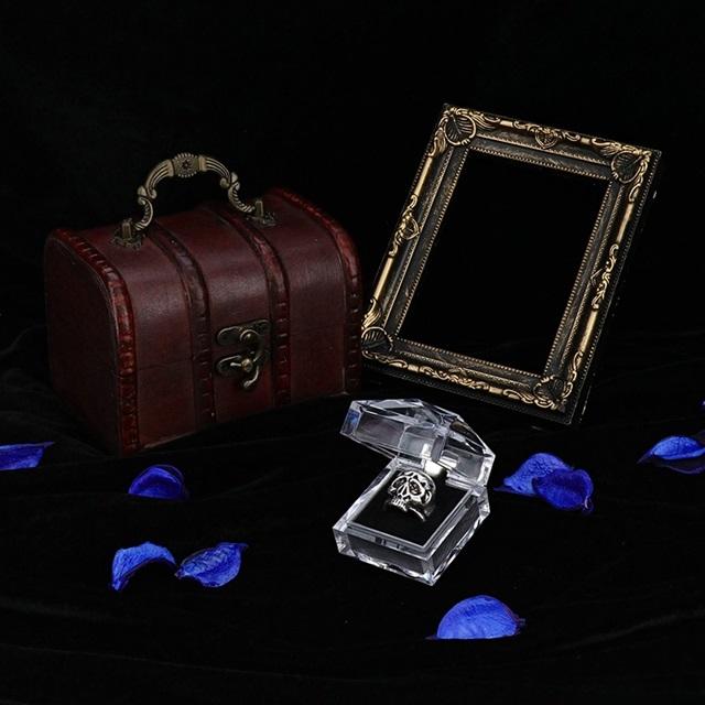 秋アニメ『憂国のモリアーティ』より、シャーロック・ホームズの指輪が発売決定!アンティークシルバー風の色合いで重厚感のある仕上がり-4