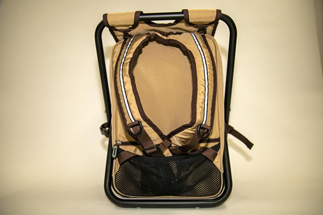 ▲背面収納にベルトを入れて汚れを防止することもできます。