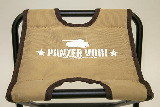 ▲椅子の天面にはⅣ号戦車のシルエットとPANZER VORの文字が!