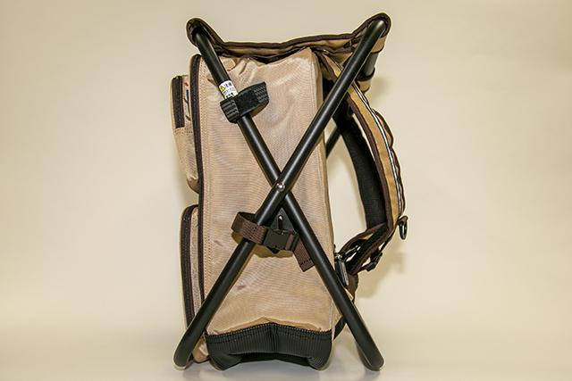 ▲バッグを装着したままでも椅子が展開できます。