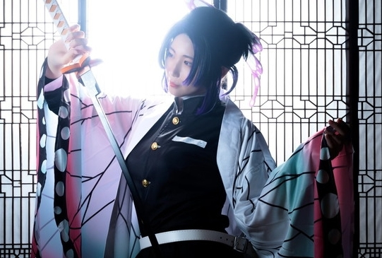 『鬼滅の刃』『ペルソナ5』などコスプレイヤー・雨音瑠美のコスプレ&インタビューを特集
