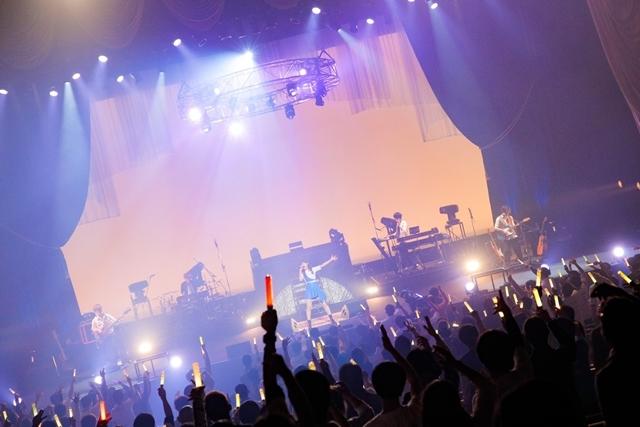 アニソンシンガーとして活躍しているTRUEさんが1月17日に有観客+生配信ライブを実施! 公演写真&セットリストが到着!