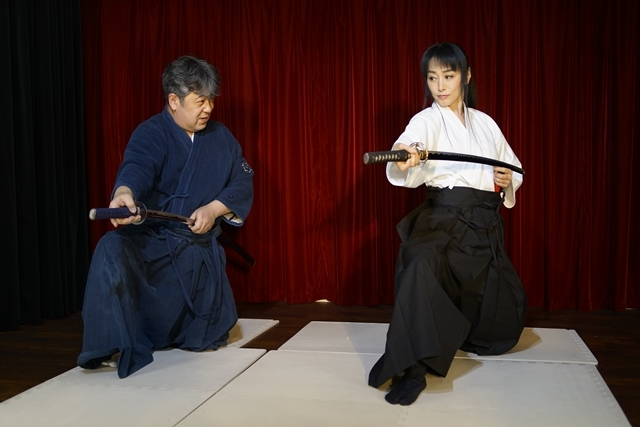 横山智佐さんが北辰一刀流を体験する古武術トークイベント、メイド喫茶「made mode」で開催!-4