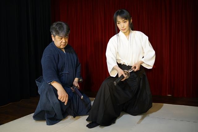 横山智佐さんが北辰一刀流を体験する古武術トークイベント、メイド喫茶「made mode」で開催!-5