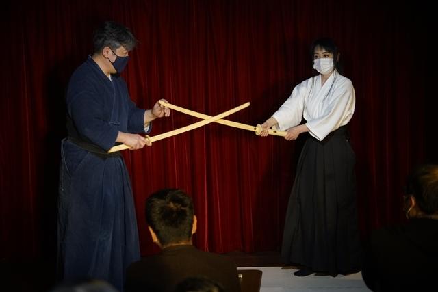 横山智佐さんが北辰一刀流を体験する古武術トークイベント、メイド喫茶「made mode」で開催!-8
