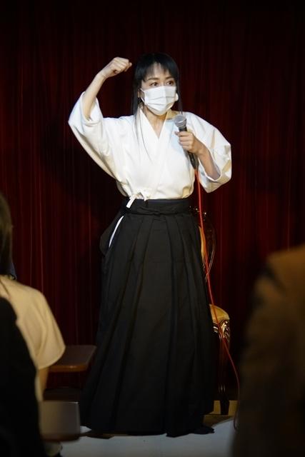 横山智佐さんが北辰一刀流を体験する古武術トークイベント、メイド喫茶「made mode」で開催!-6