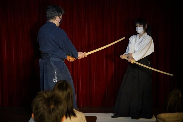 横山智佐さんが北辰一刀流を体験する古武術トークイベント、メイド喫茶「made mode」で開催!-10