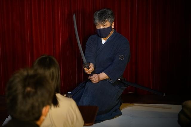 横山智佐さんが北辰一刀流を体験する古武術トークイベント、メイド喫茶「made mode」で開催!-12