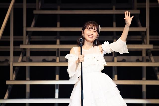 ドキュメンタリー番組『逢田梨香子 1st LIVE TOUR 2020-2021「Curtain raise」特別版』が5月23日に放送! ライブの舞台裏や番組のために撮りおろした映像も見られる!