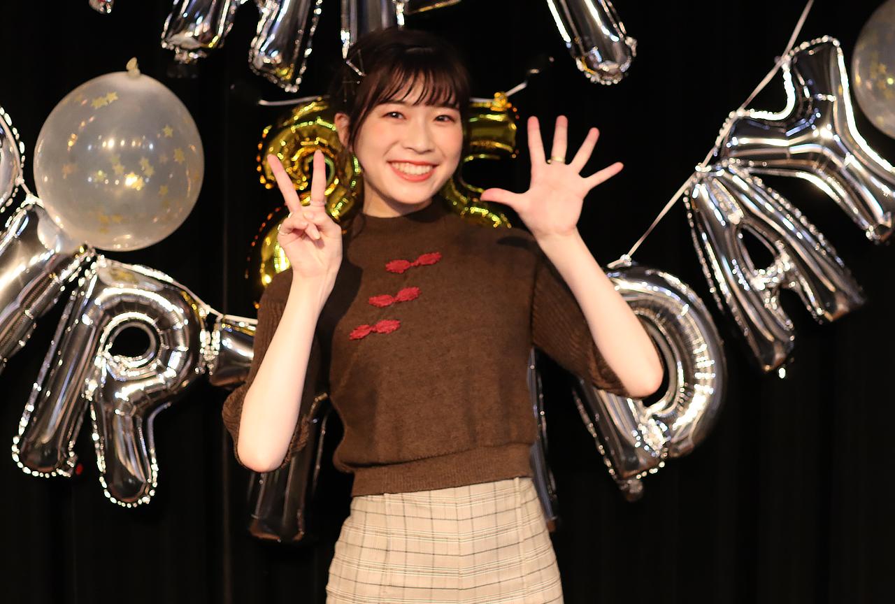 青山吉能さん誕生日イベント「25才のこと、アラサーって言ったやつ全員ふっ飛ばすの会」レポート