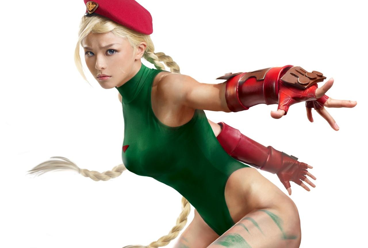 人気「格闘ゲーム」より女性キャラのクールなコスプレ特集│キャミィ、イノなど