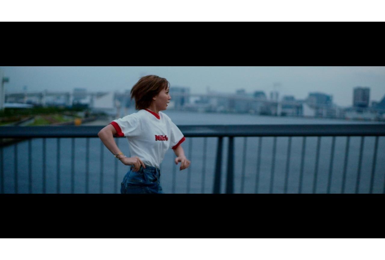 声優・斉藤朱夏、1stアルバムリード曲「もう無理、でも走る」MVが公開