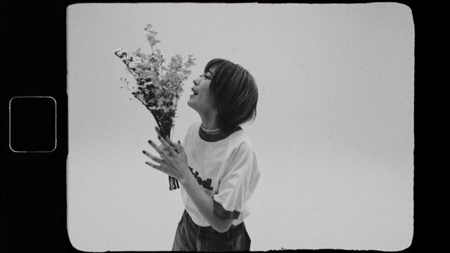 声優・斉藤朱夏さん、8月18日発売の1stアルバム「パッチワーク」より、リード曲「もう無理、でも走る」ミュージックビデオが公開!