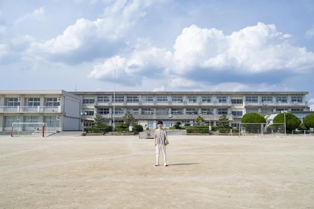 """声優・櫻井孝宏さんの初エッセイ集『47歳、まだまだボウヤ』2021年10月28日発売決定! デビュー25周年を迎えた声優が初めて綴った""""肉声"""""""