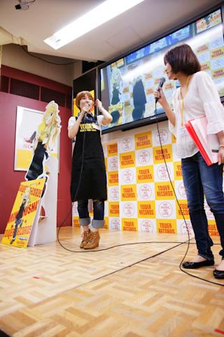 必見!長谷川明子がタワレコエプロンで登場したイベント開催!