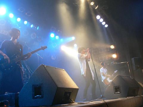 『ガンダムAGE』ED主題歌のSPYAIR、ライブも人気!
