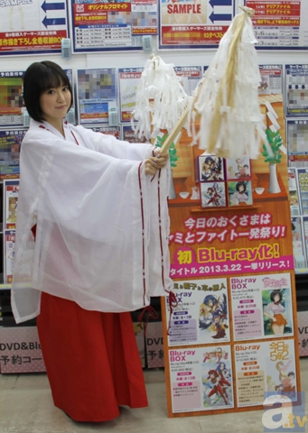 クリスマスに福原香織さんが秋葉原で「2時間店長」!巫女に扮してBlu-ray4作品を大宣伝!-1