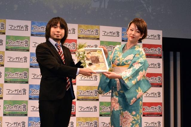 『ゴールデンカムイ』が大賞に輝いた「マンガ大賞2016」表彰式