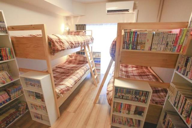 2000冊を超えるマンガに囲まれたマンガ部屋での民泊がスタート