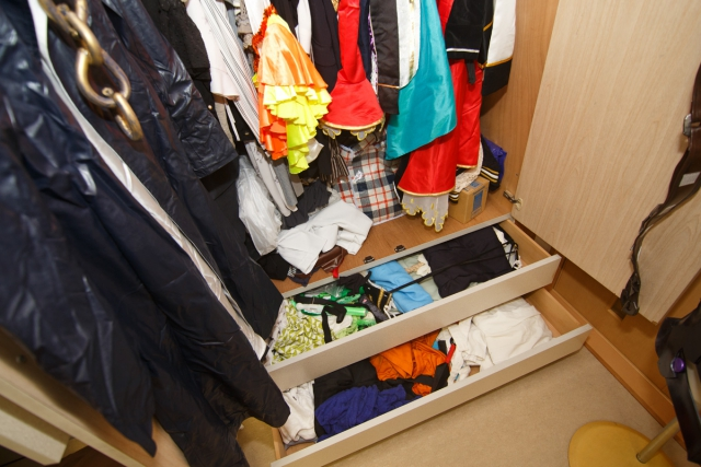 """コスプレイヤー・コノミアキラさんのお部屋をスッキリ!スマホ収納サービス「サマリーポケット」を利用してもう1つの""""衣装部屋""""を作ろう!"""
