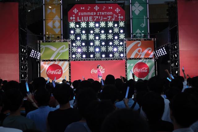 東山奈央、テレビ朝日・六本木ヒルズ 夏祭り「サマステ」屋外ステージで全7曲を熱唱